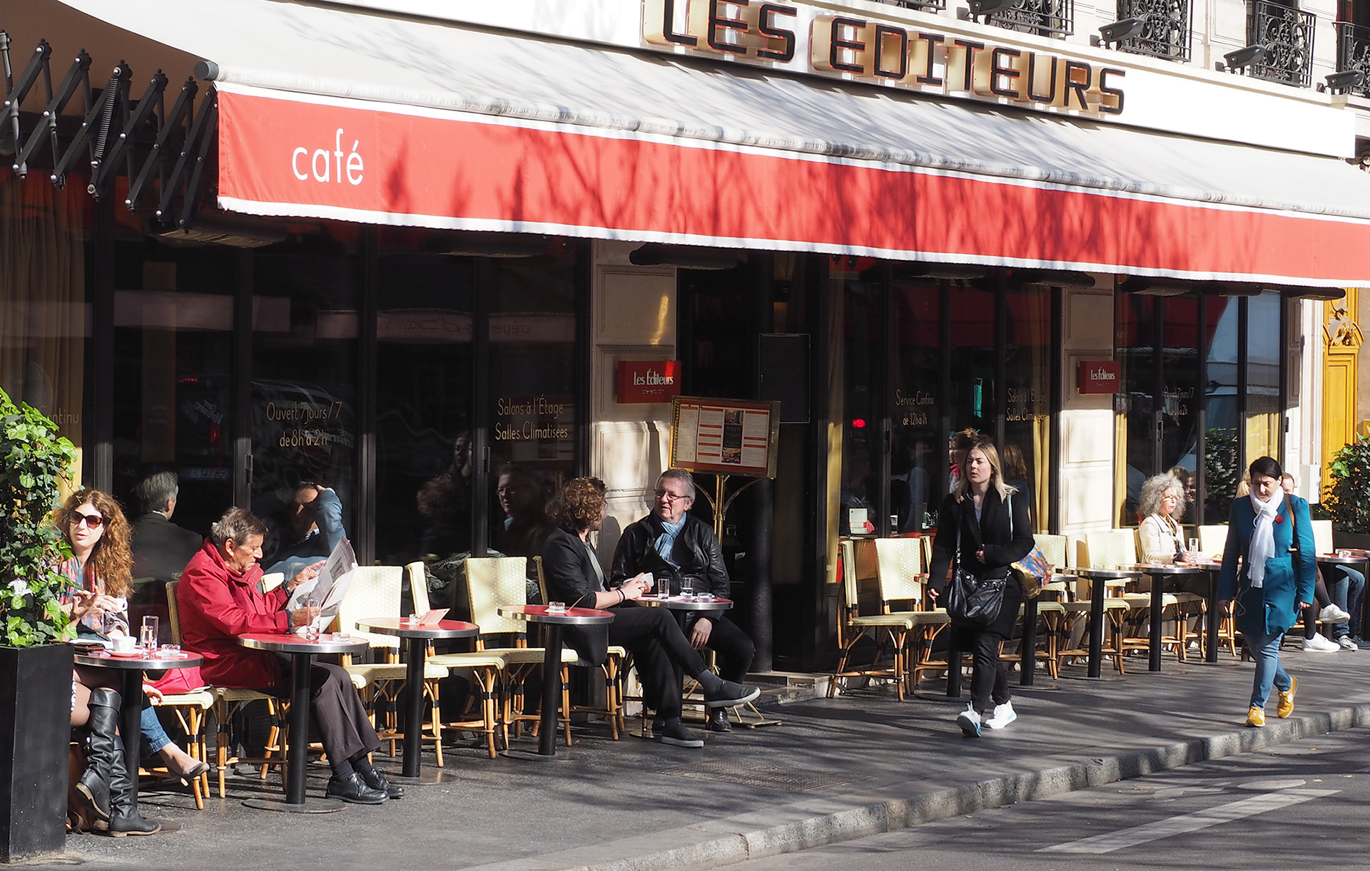 A Wonderful Paris Cafe