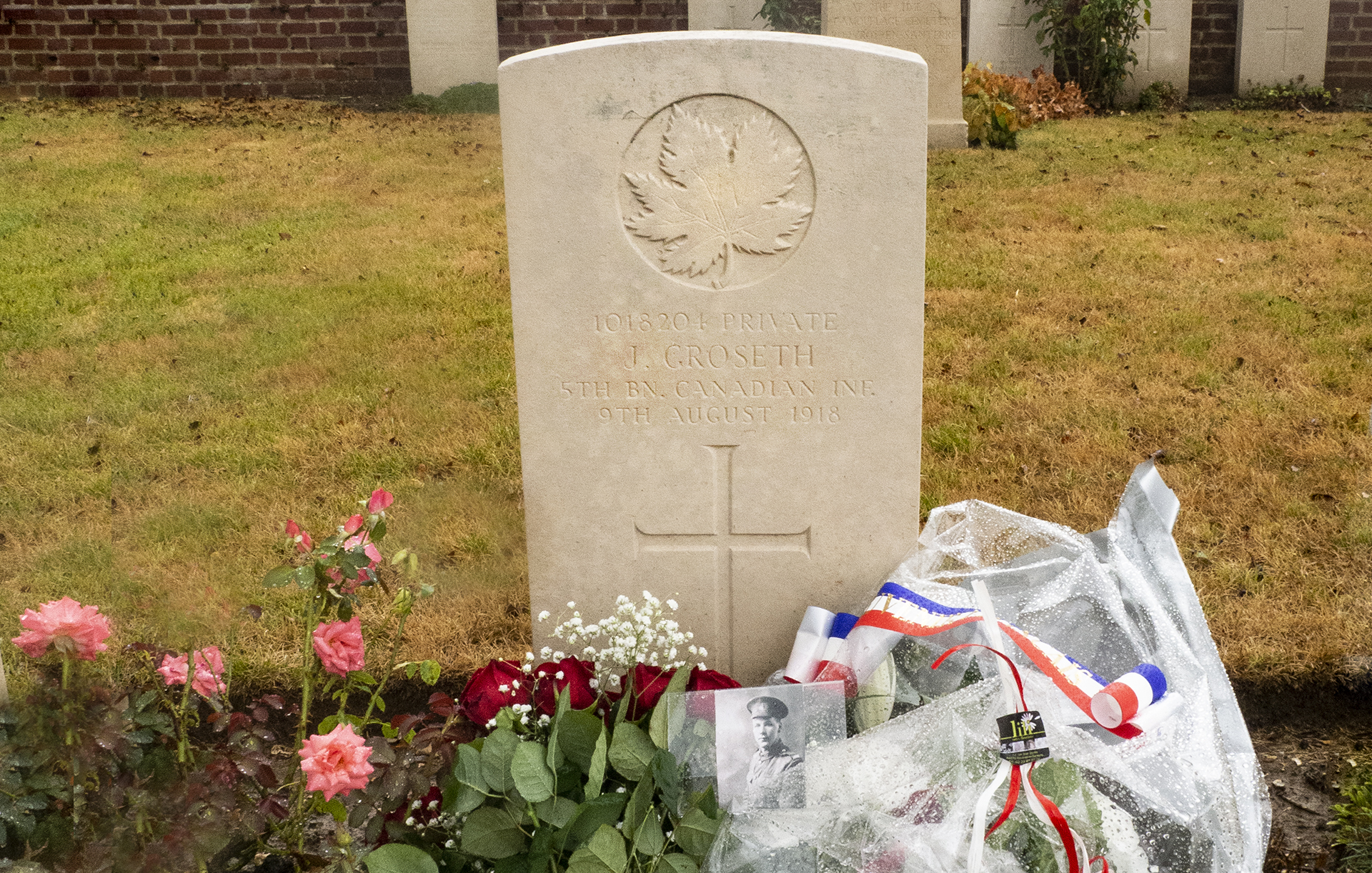 Here lies my Great Great Uncle Jorgen in the Rosières British Cemetery with flowers from me and the community of Rosières.